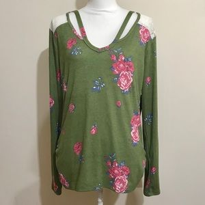 No Boundaries Floral Lace Yoke Top NWT 🌷